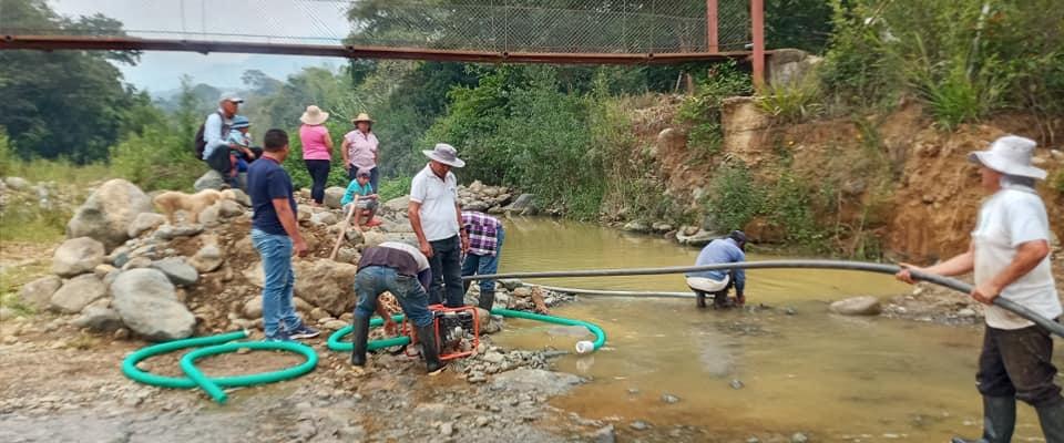 RECONSTRUCCION MURO HORMIGON ARMADO PASARELA DEL BARRIO GUAYUNIMI